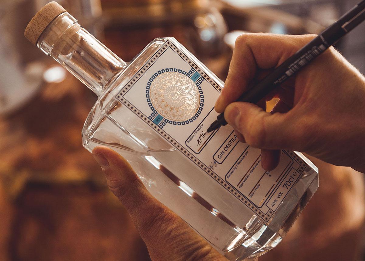 Labelling Liqueur
